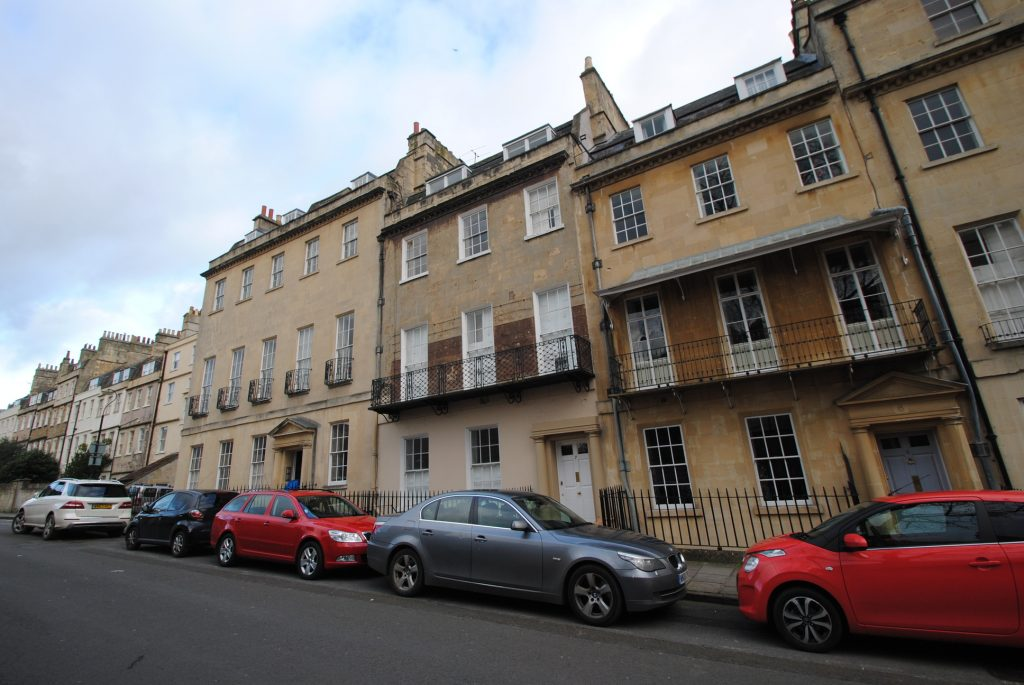 Top Floor Flat, 7 Upper Church Street, Bath. BA1 2PT