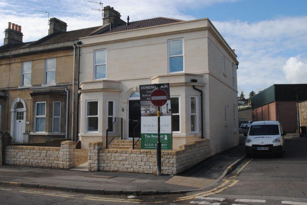 Flat 3, Lower Bristol Road, Bath. BA2 3BE